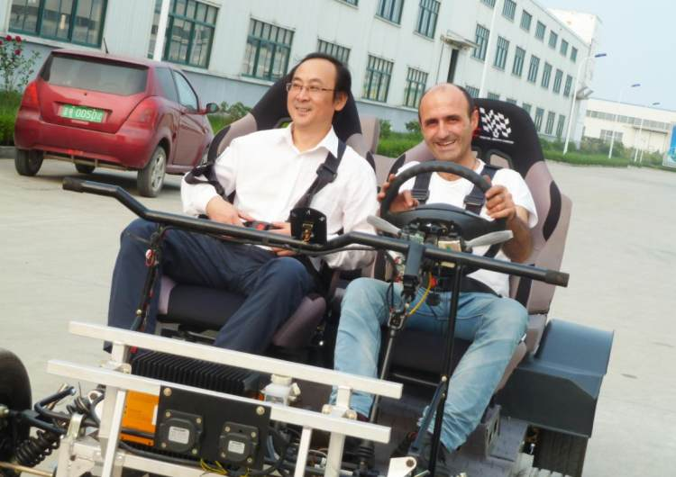Zhang Jinhua, Secretary General of the Society of Automotive Engineers of China, visited the company