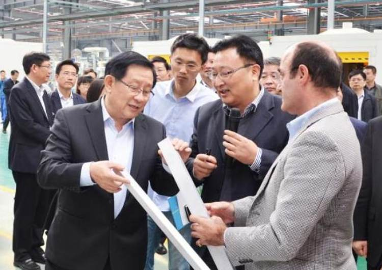 Then Vice Chairman of the CPPCC National Committee and Minister of Science and Technology Wan Gang visited the company again