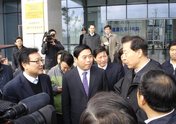 Luo Zhijun, then Secretary of the Jiangsu Provincial Party Committee, visited the company